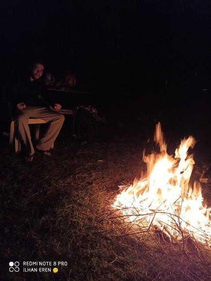Siz de benim gibi arkadaşlarınız da kamp yapıp çadır kurmaktan keyif alıyor musunuz?