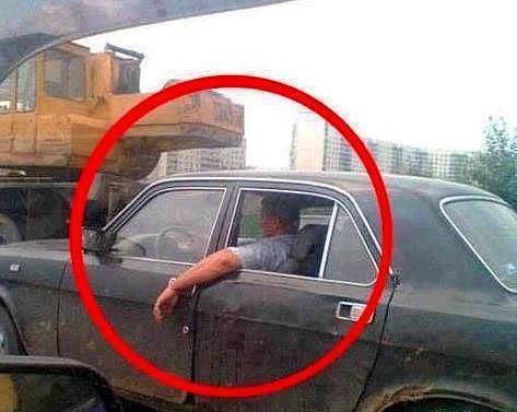 Araba sürerken kolunuzu camdan dışarı çıkarır mısınız?