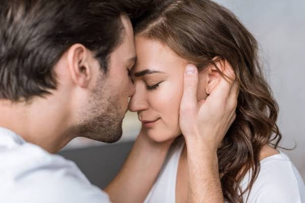 Günaydın :) Siz ilk buluşmada çok hoşlanıp etkilenme olursa karşı cinsinizi öpermisiniz o an?