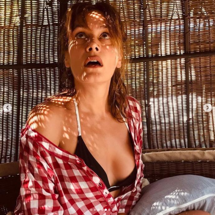 Kim der 46 yaşında diye! Ebru Cündübeyoğlu bikinili pozu sence nasıl?