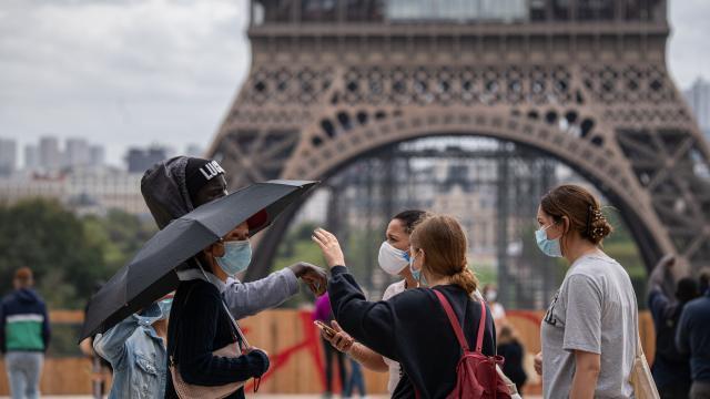 Fransa aşı sertifikası olmayan bireyleri kısıtlama yoluna gidiyor! Vaka sayısına göre de aşı zorunlu kılınacak, bizde de olmalı mı?