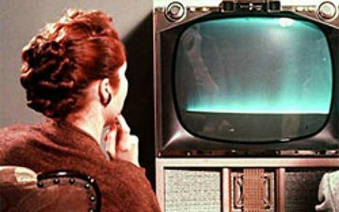 Televizyon insanları tiyatrodan ve sinemadan uzaklaştırıyor mu?