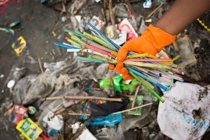 Tek kullanımlık plastik eşyalar yasaklanmalı mı?