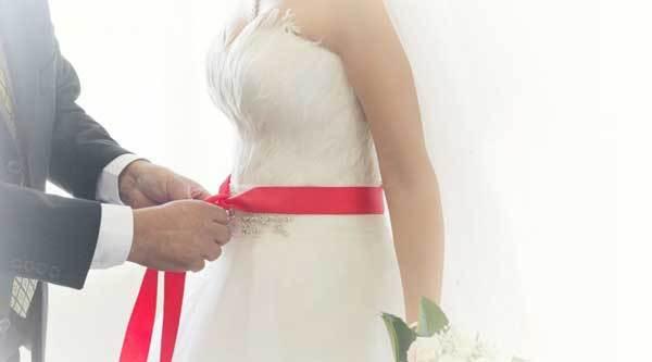 Kızlar, evlenirken kırmızı kurdale takar mıydınız?