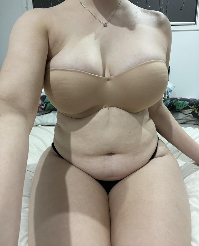 Kızlar, sizce insanlar kilo aldığınız için bikini giydiginizde çıkan göbeğinizi ne kadar önemsiyor?