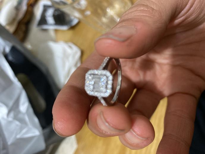Pırlanta yüzüğün içinde neden yazı yazmıyor?