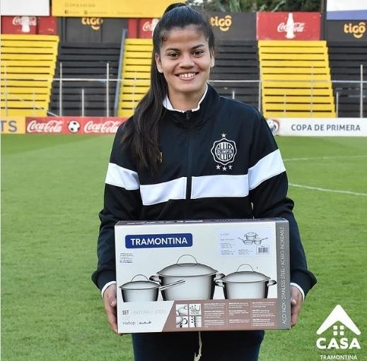 Paraguayda maçın oyuncusuna ödül olarak tencere seti verildi! Ne düşünüyorsunuz?