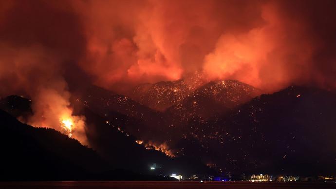 Yangında Hasar Görenlere Dışişleri Bakanı Mevlüt Çavuşoğlu: Yardım hesabı açıldı, milletimiz cömerttir. Ne düşünüyorsunuz?