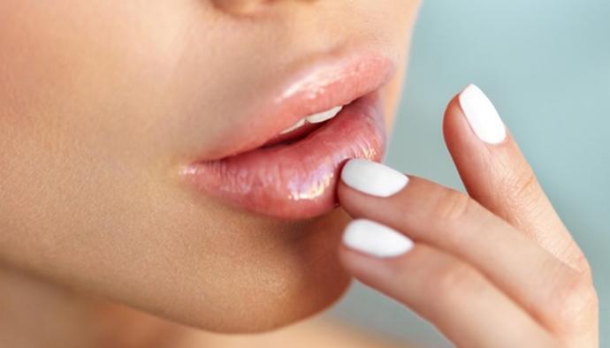 Dolgun dudaklar mı daha güzel ince dudaklar mı?