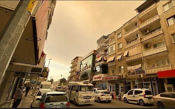 Sizce İzmir neden kırmızı gökyüzüyle uyandı?
