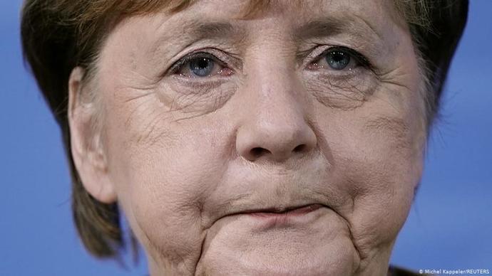 Angela merkelin aslinda almanyayi batirmis olmasi ve Türkiyedeki Türklerin merkeli iyi bir baskan zannetmesi sacmalik degilmi?