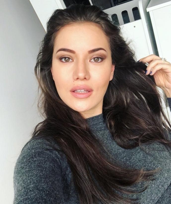 Fahriye Evcen mi daha güzel Adriana Lima mı?