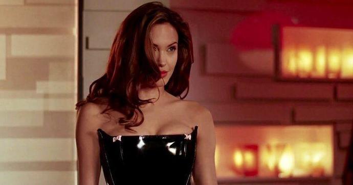 Angelina Jolie annesinin sevgilisiyle birlikte olmuş! Bu davranış doğru mu?