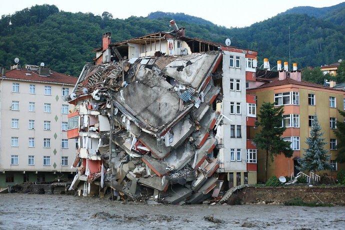 AKP neden en çok oy aldığı Karadenize hiç yatırım yapmamış? Bu felaketlerin sorumlusunu halk görebiliyor mu sizce?