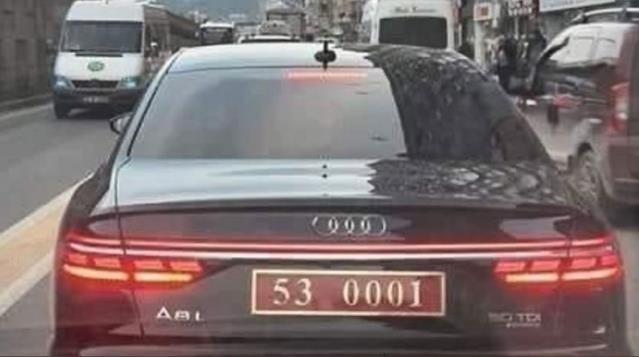 Bir kamu görevlisinin son model arabaya binmesi yanlış mı?