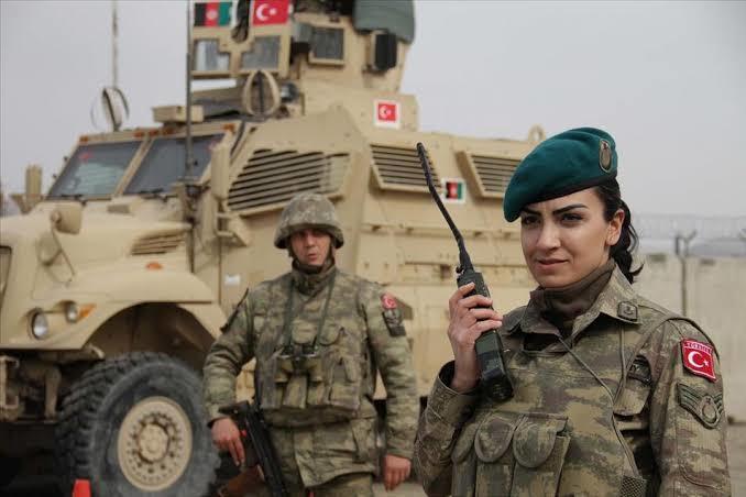 Afganistan havaalanındaki görevli Türk askerleri operasyona dahil oldular. 🇹🇷