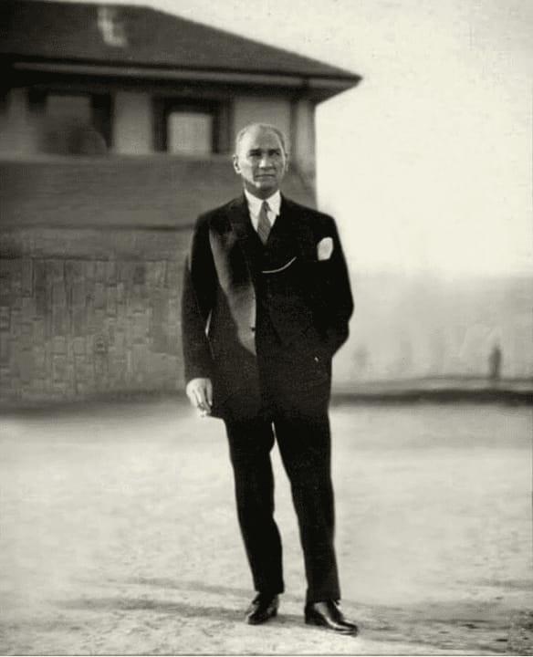 Mustafa Kemal Ataturk Demek SANSÜRE Maruz Kalmak Mı Demek?