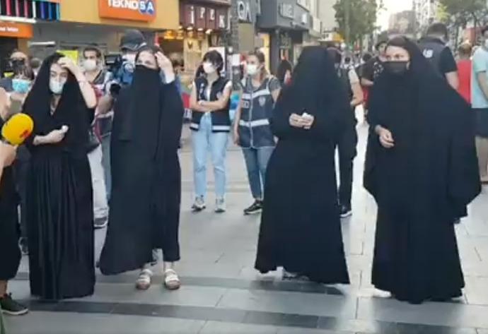 İzmir'de yapılan Çarşaflı Protesto için düşünceleriniz neler?