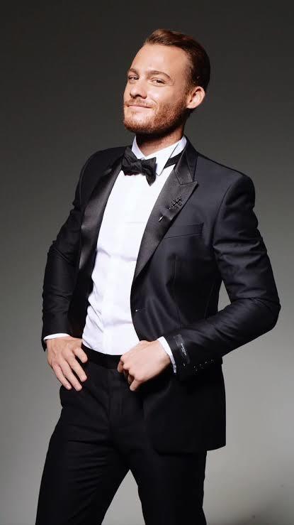 Kerem Bursin sizce yakışıklı bir adam mı?