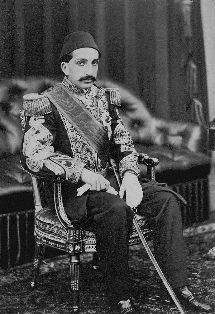 145 yıl önce bugün Sultan Abdülhamid tahta çıktı! Sizce Sultan 2. Abdülhamid başarılı bir padişah mıydı?