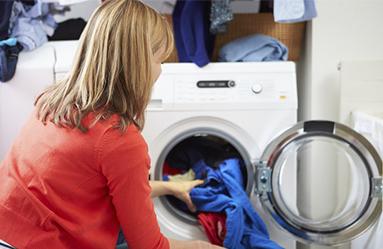 Makineye çamaşır atarken deterjan ölçeğine uyuyor musunuz?