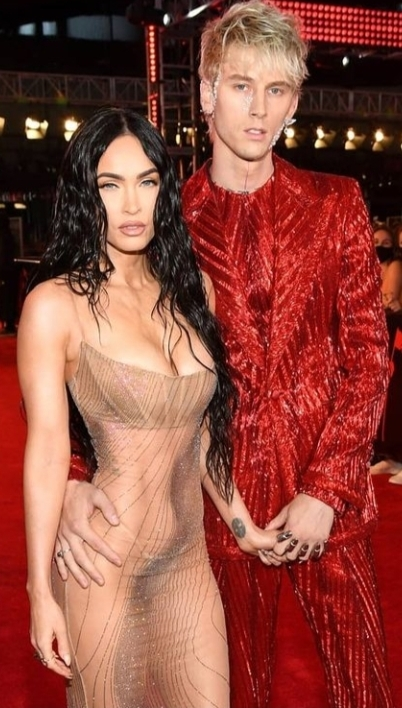 Megan Foxun elbisesini nasıl buldunuz, sizce artık itici bir kadın mı?