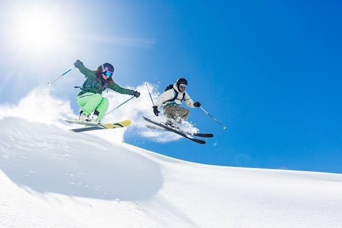 Yazın yüzmeyi mi yoksa kışın kayak yapmayı mı tercih edersini?