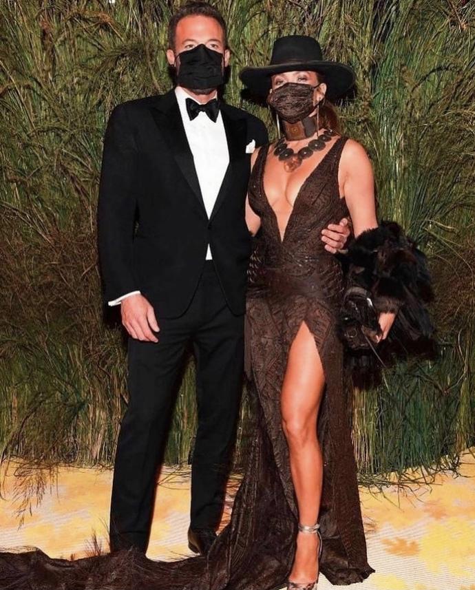 Kostümleriyle geceye damgasını vuran Met Gala çiftleri! Senin favorin hangisi?