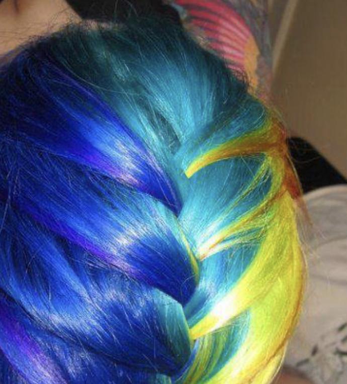 Sevgiliniz saçlarınızı kendi tuttuğu takımın rengine boyamanızı istese boyar mısınız?