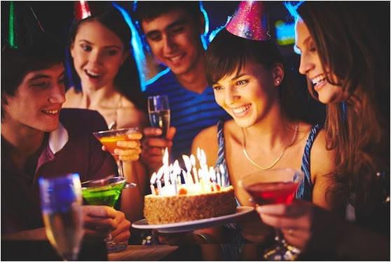 Doğum günlerinizi ilk kutlayan aileniz mi olur, arkadaşlarınız mı?