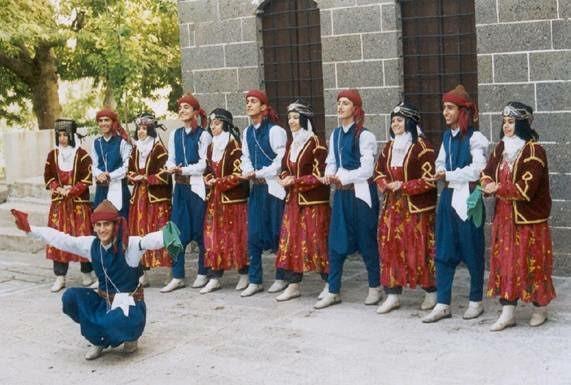 Halk oyunlarının kültürümüzde yeri ve önemi nedir?