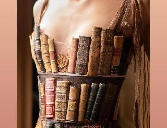 Kıyafetinizin kitaplardan oluşmasını ister miydiniz?
