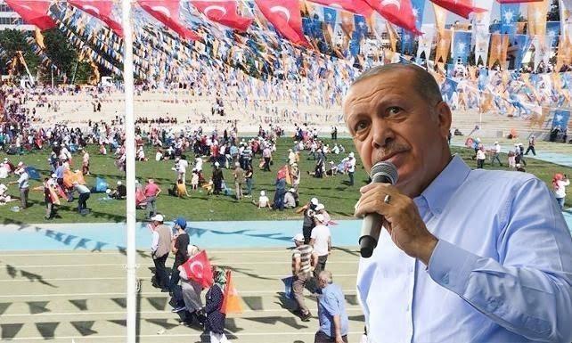Cumhurbaşkanı Erdoğana miting şoku! Miting 1 saat ertelendi, alan küçültüldü yine kalabalık oluşmadı. Gidişin ayak sesleri mi bu?