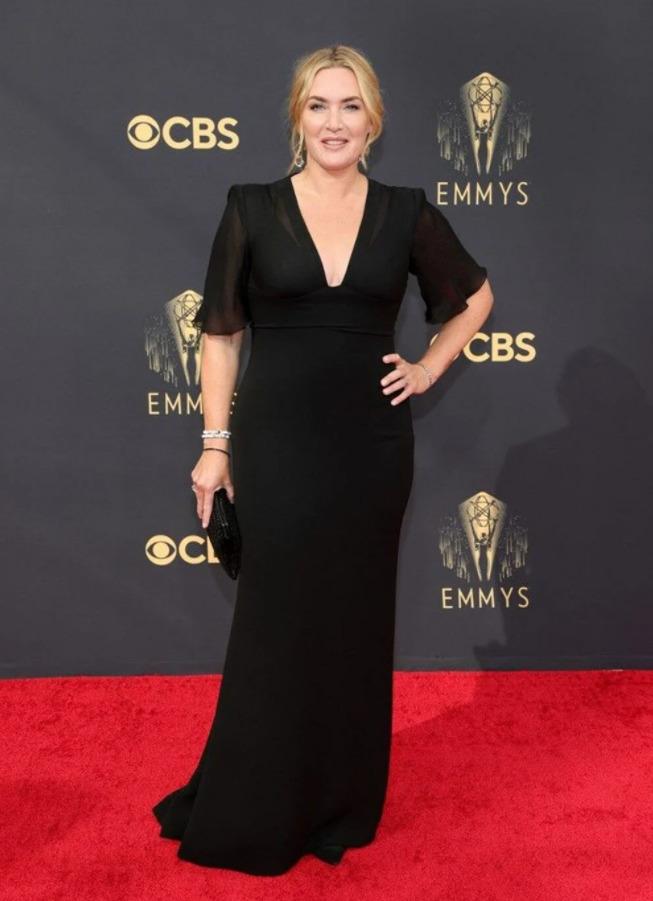 Emmy Ödülleri sahiplerini buldu! Kırmızı halı şıklığında favoriniz kim oldu?