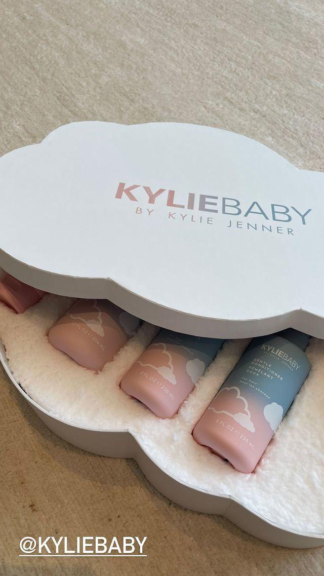 Kylie Jenner, kızı Stormi adına KylieBaby koleksiyonu çıkardı. Bebek ürünleri kullandınız mı hiç?