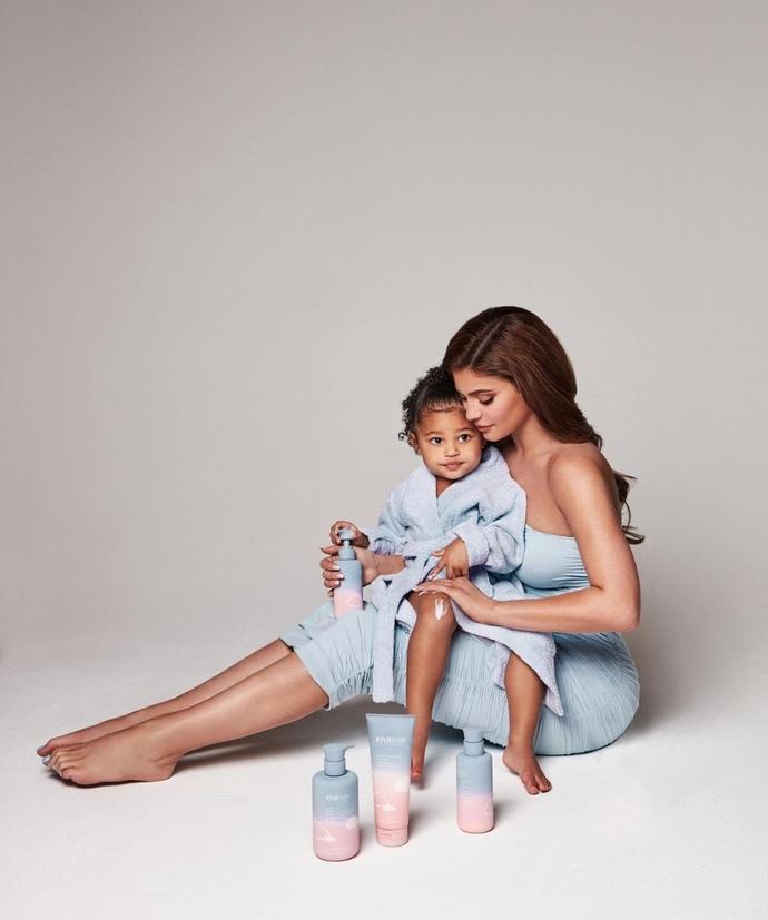 Kylie Jenner yeni bir marka çıkarıyor, nasıl sizce?