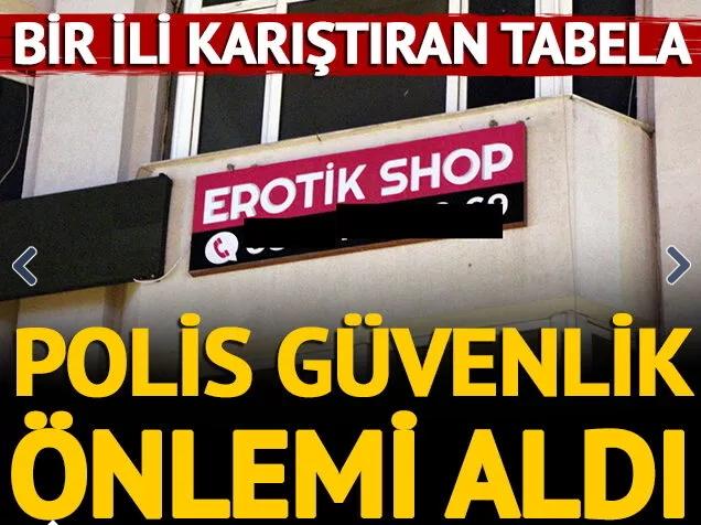 Tüm şehir erotik dükkana karşı sokağa çıktı! Mahallende bu dükkanı ister miydin?