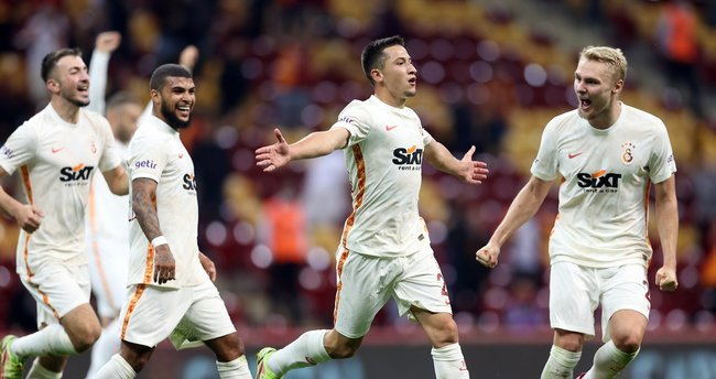 Galatasaray 2 - Göztepe 1... Aslan ligte 4 maç aradan sonra 3 puan aldı! Maçı nasıl buldunuz?