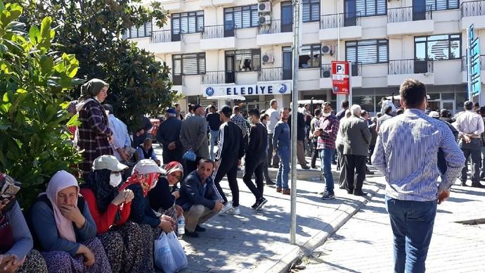 Yüzde 77 ile AKPli belediye başkanı seçen Samsun Vezirköprü halkı belediyeyi taşladı. Ne düşünüyorsunuz?