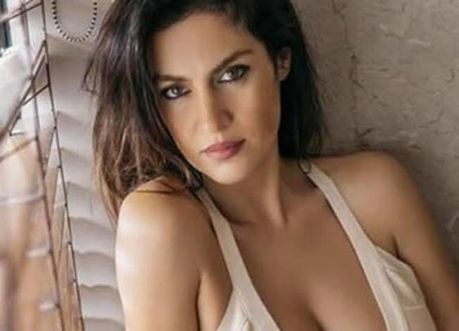 Tuğba Ekinci Hande Erçel bence güzel değil sadece sevimli dedi, katılıyor musunuz?