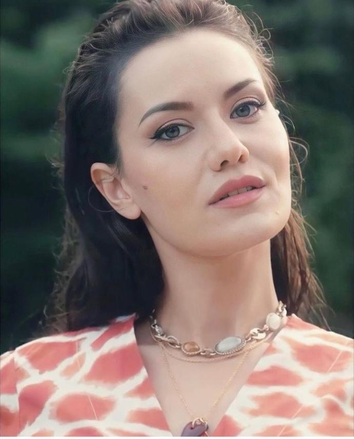Fahriye Evcen sizce güzel bir kadın mı?