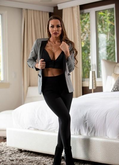 Bu kadın Oyuncu ve Model nasıl sizce?