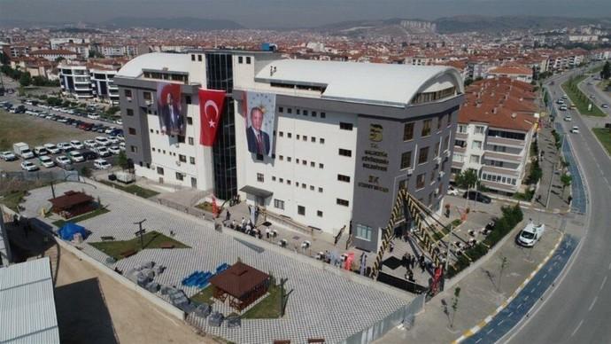 Bağış paralarıyla öğrenci yurdu yaptıracağız diyen Kızılay, binayı AKPye tesis etmiş. Kızılaya bağışta bulunuyor musunuz?