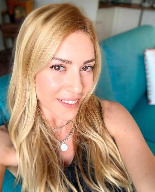 Sinem Kobal Türkiyenin en güzel kadını olabilir mi sizce?