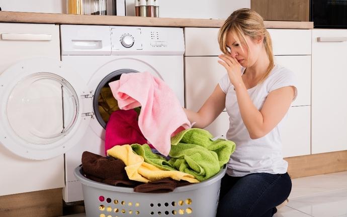 çamaşır makinesi kokusu nasıl temizlenir?