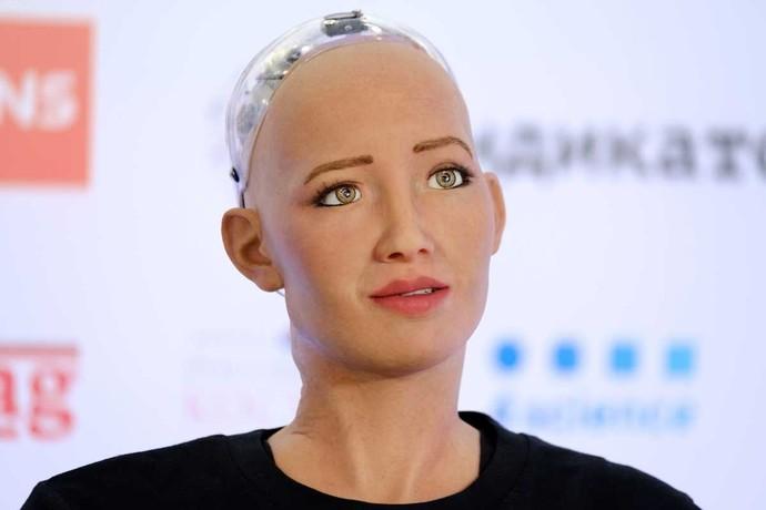 İnsansı robot Sophia Anne olmak istiyorum dedi. Bebeği olursa adı ne olmalı sence?