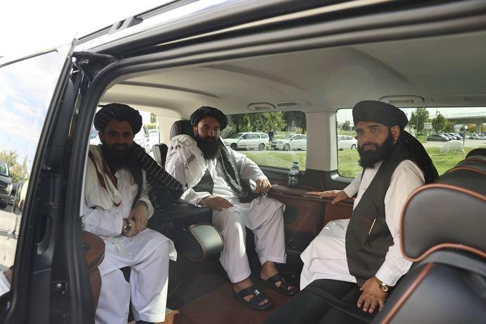 Terör örgütü listesinde bulunan Talibanın üst düzey isimleri, temaslarda bulunmak üzere  Ankaraya geldi. Şaka mı?