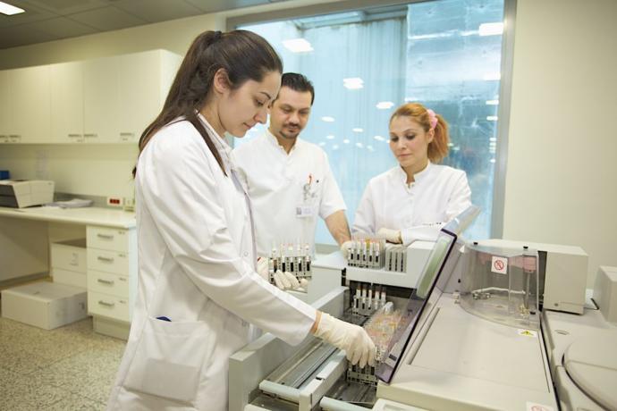 2 yıllık en iyi bölümler-tıbbi laboratuvar teknikleri