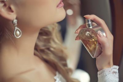 Erkekleri çıldırtacak Bayan Parfümü önerileri Neler Kizlarsoruyor