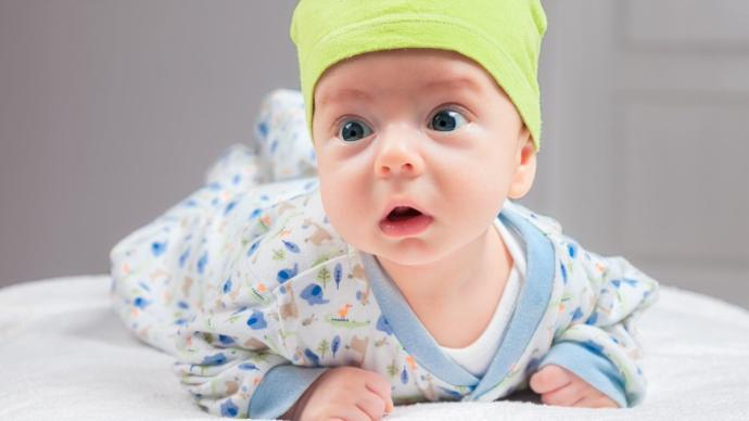 1 aylık bebek kaç kilo olmalı